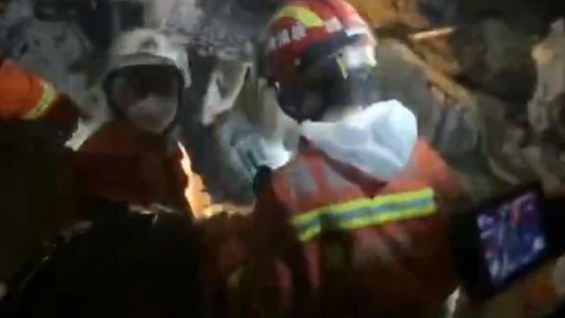 福建消防:泉州欣佳酒店坍塌现场发现被困母子,已三次对话