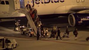 他搭机纽约起飞时就知确诊新冠……乘客心慌慌