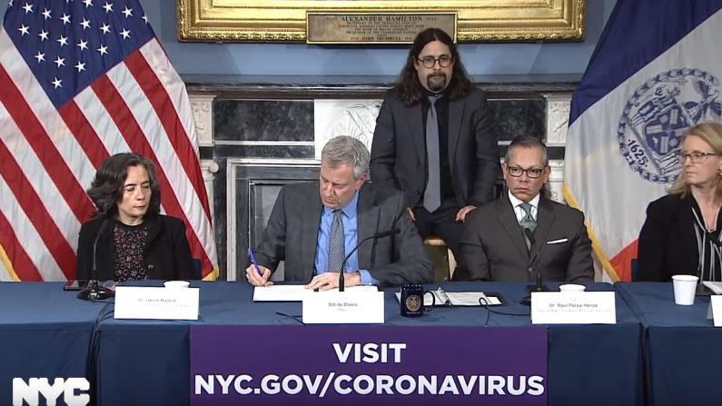 """纽约市进入紧急状态 """"全市5000台呼吸机足以应对疫情"""""""
