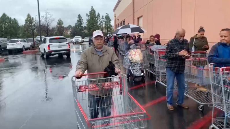 连锁超市货架一扫而空 加州民众抢购生活必需品