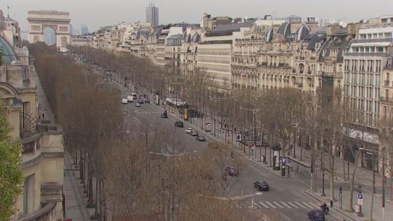 """""""封国""""第一天,巴黎的街头空荡荡"""