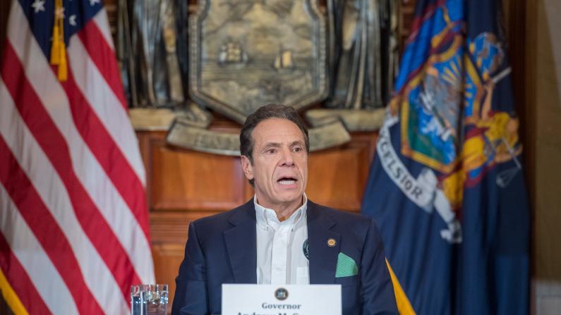 """""""我们正在中国抢购呼吸机""""纽约州长发布新数据疫情再恶化"""