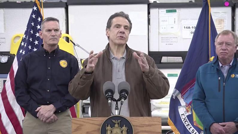 """纽约""""方舱""""医院什么样?州长:1周建成 2000病床"""