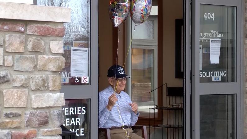 伊州百岁老人庆生:有祖父母的地方就是家