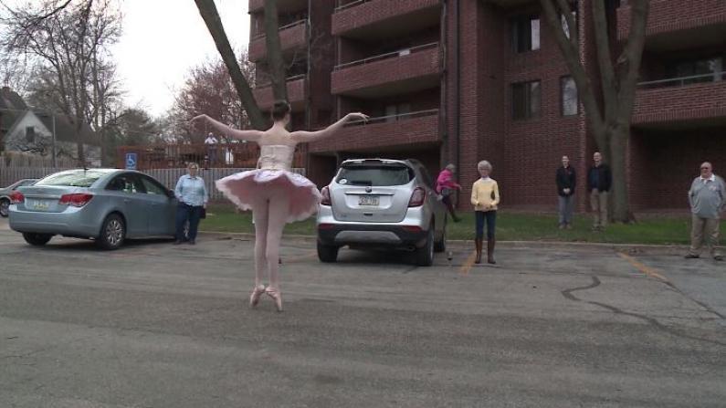祖父母因疫情居家 她在停车场跳最美的芭蕾
