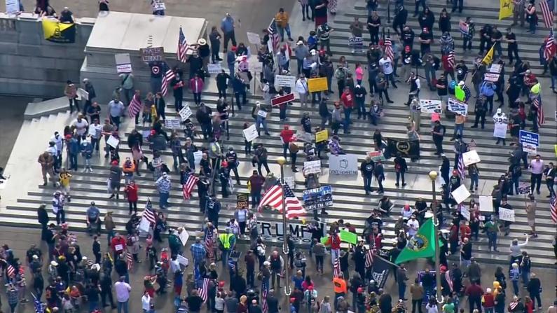 数千人集会反戴口罩居家令 川普的回应是...