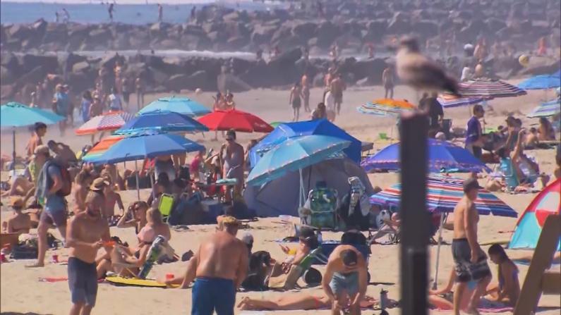 """不顾""""居家令""""? 南加数万人涌向海滩"""