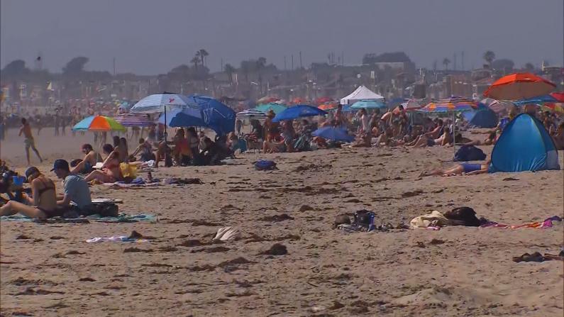 海滩人满为患 南加州无奈考虑重新关闭