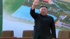 【现场】朝鲜最高领导人金正恩现身工厂竣工仪式