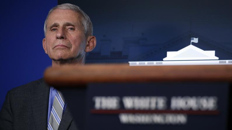 民主党要求福契国会听证 白宫拒:此时会适得其反