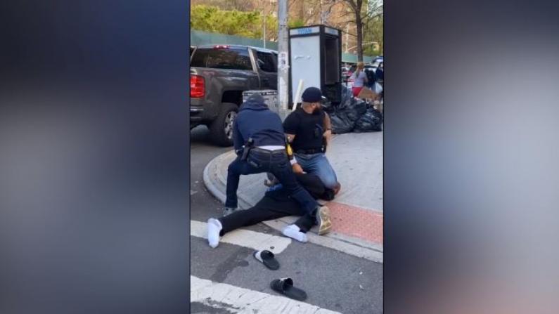 纽约市警暴力执法 引发社交媒体强烈不满