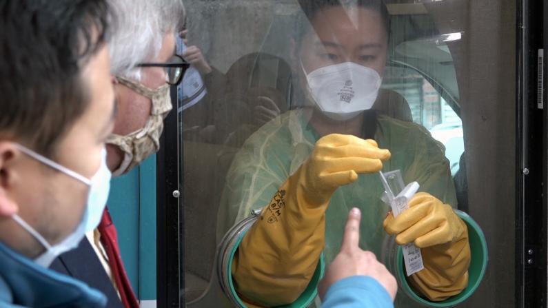 流动检测进纽约华埠 亚美医师协会:可开检测证明助民众检测