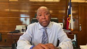 """休斯敦市长谈重启经济风险 未来3-4周或将再次""""居家"""""""