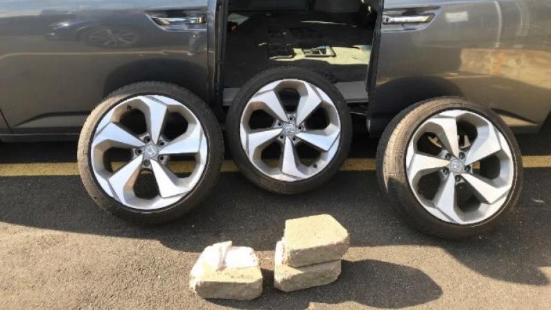 """""""刚卸下3个轮胎和轮圈..."""" 深夜盗车被NYPD当场抓铺"""