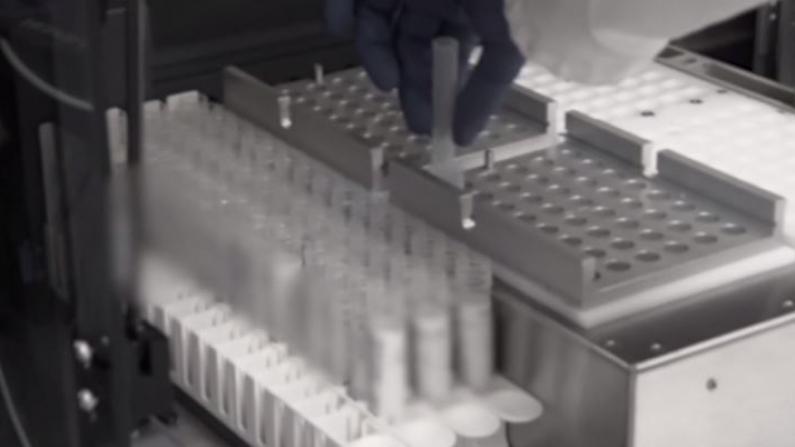 川普希望年底前准备好几亿剂疫苗 卫生专家却说……