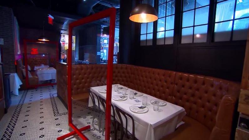 街上就餐、玻璃隔板、紫外线消毒…餐馆为重开各显神通