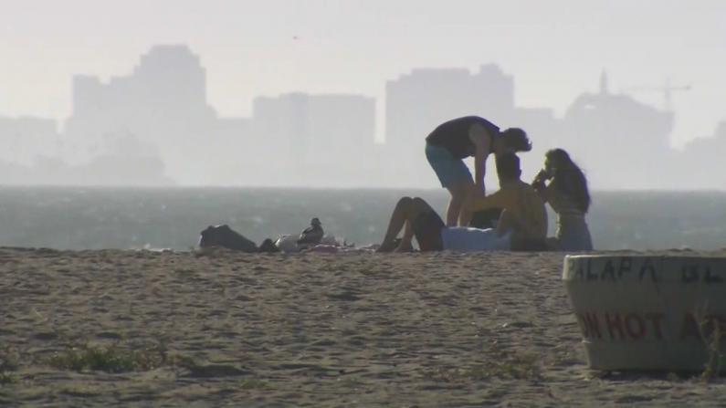 国殇日假期加州多景点开放 民众迫不及待出游