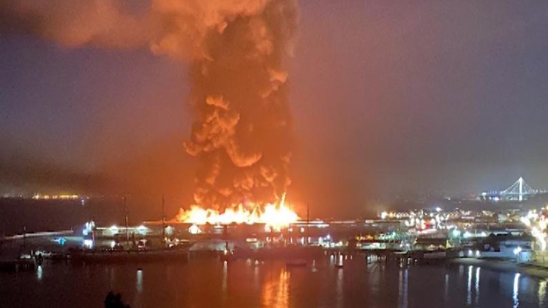 【现场】旧金山45号码头突发4级大火 火焰浓烟数英里外可见