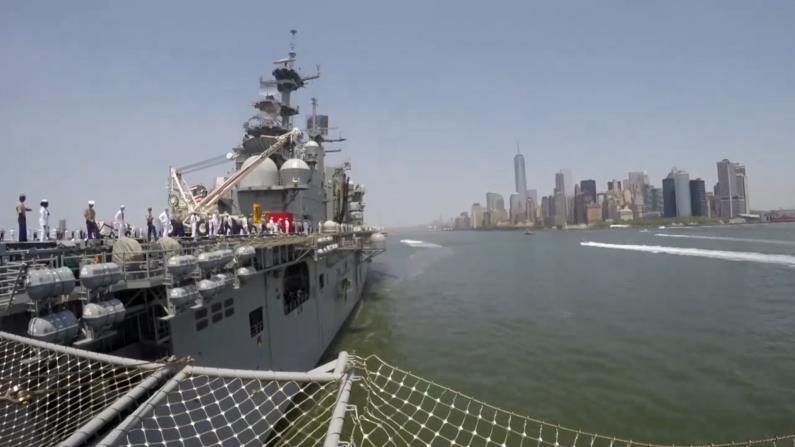 """疫情中的""""虚拟纽约舰队周"""":社交媒体舰艇巡游"""