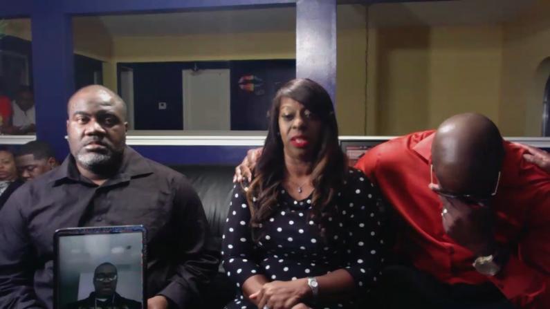 非裔被羁押时死亡 家属接受采访痛哭:我的兄弟再也回不来