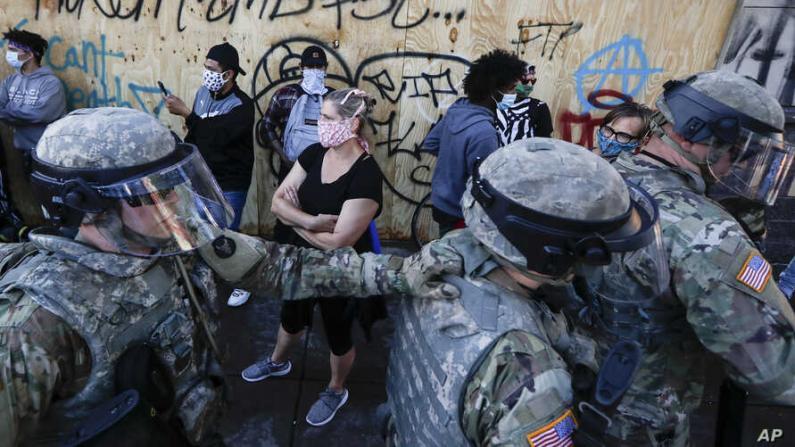 事态迅速恶化!明州动员史上最大规模国民警卫队镇暴