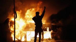 暴力示威延续4日,明尼阿波利斯俨如战场!商铺遭焚警局被毁