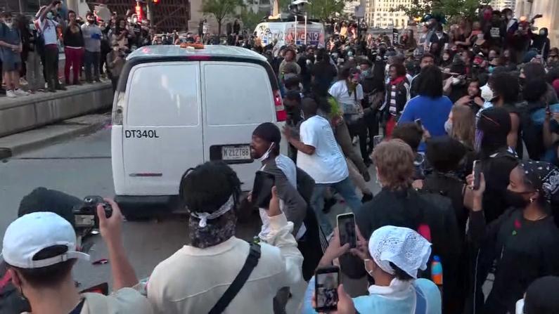 芝加哥和平抗议演变成暴力事件 市长: 宵禁直至另行通知
