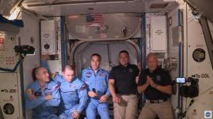成功对接!两名太空人从SpaceX龙飞船进入国际空间站