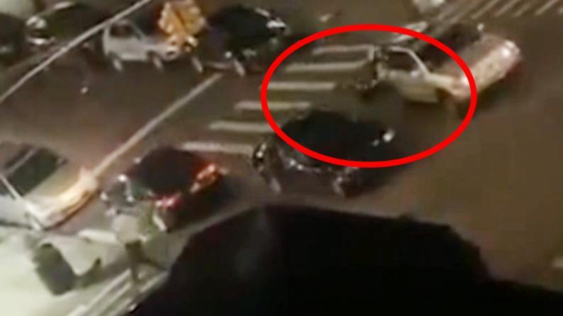恐怖!深夜车辆撞飞NYPD警员逃逸