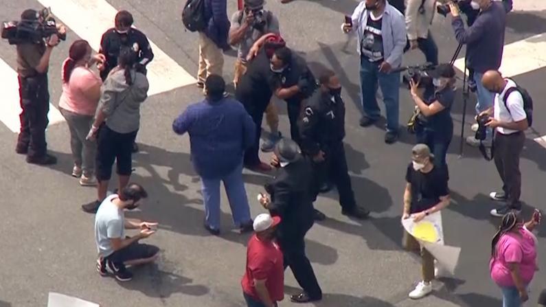 回归理性?洛杉矶全天和平抗议未现打砸抢