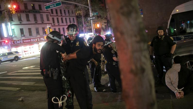 纽约市宵禁第二天,暴徒入夜后仍打砸抢,白思豪这样说...