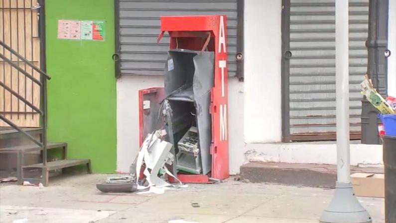 费城暴徒用示威作掩护对ATM下手 此犯罪行为恐蔓延全美