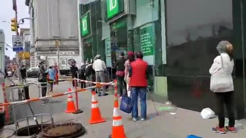 纽约华人银行排队取财物 殊不知或成犯罪目标?