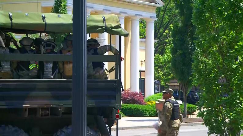 白宫周围兵力布置大增 抗议者宵禁前拒撤离