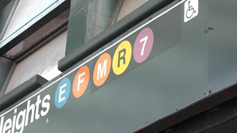 纽约地铁巴士即将恢复正常运营 公共健康如何保障?