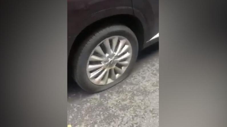 纽约曼哈顿华埠 街边整排车辆轮胎被扎