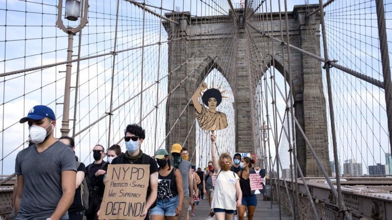 重启经济首阶段计划8日上路 纽约市提前撤宵禁令