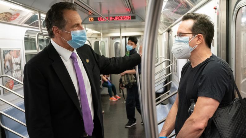 纽约市复工第一天州长乘地铁出行:纽约回来了!