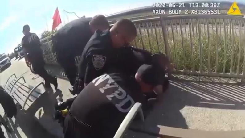 "NYPD涉""锁喉""警员停职 纽约州长:警民关系被破坏就完了"