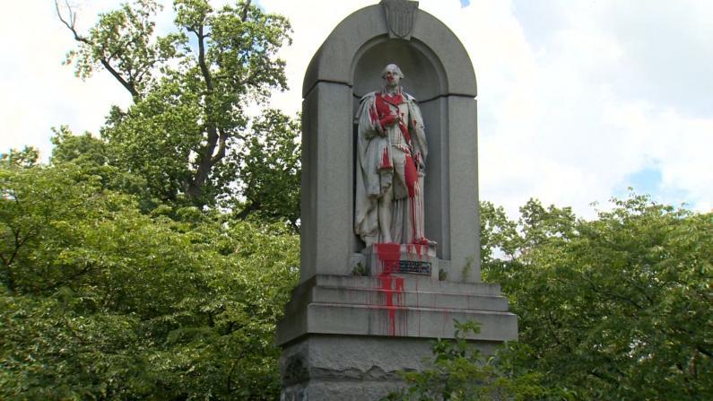 """全美多地南方军雕塑被毁 华盛顿像也""""难逃一劫"""""""