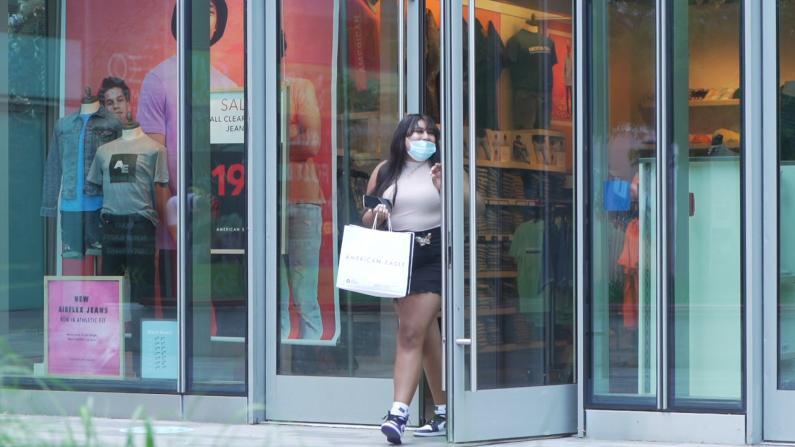 """【探访】 纽约市第二阶段复工首日:购物中心""""买买买""""!"""