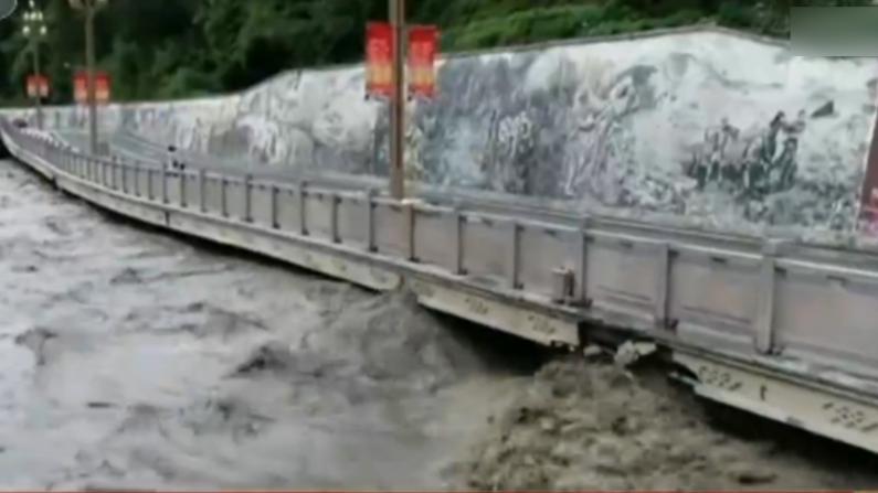中国长江中下游遭暴雨洪水侵袭 重庆11万人转移避险