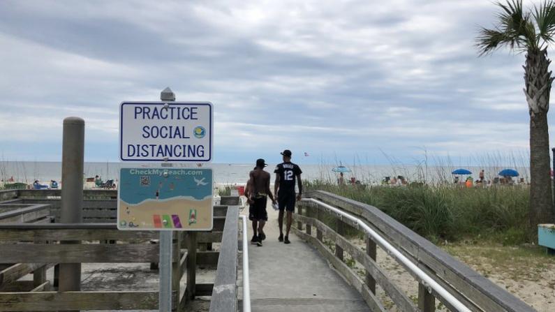 度假热点或沦为疫情热点 Myrtle Beach游客不在乎?