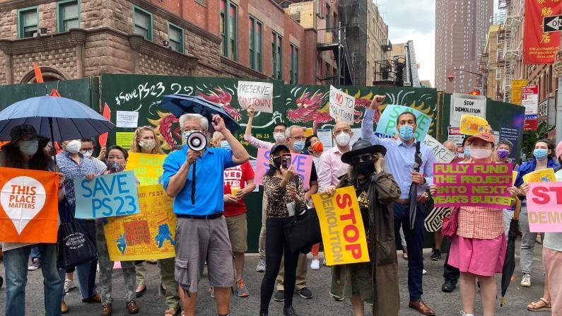 纽约华埠历史建筑重建资金却不到位 封路疫情双压遭居民抗议