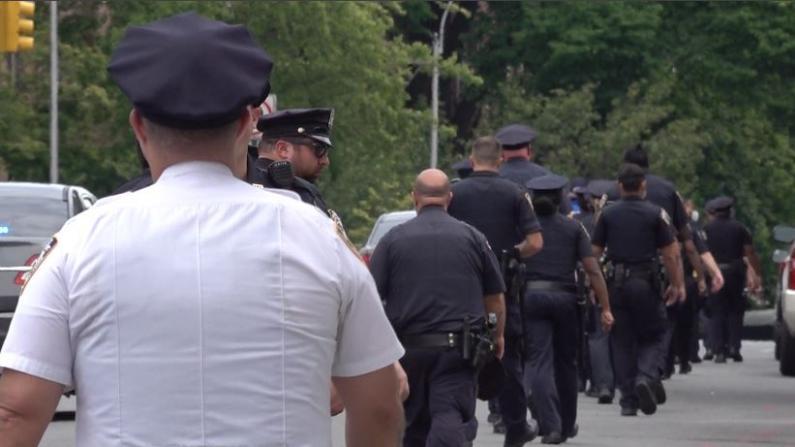纽约市警削10亿预算社区忧心 警员:执法有风险 不做就不错