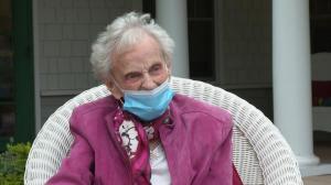 百年前幸存西班牙流感 两次患癌的102岁老人又战胜新冠 她的秘诀是…