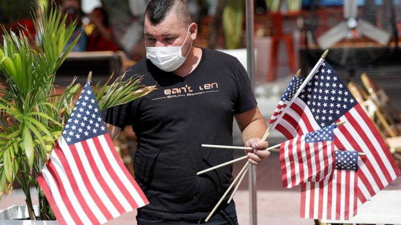 全美新冠病毒确诊数逼近300万 独立日假期加速疫情蔓延?