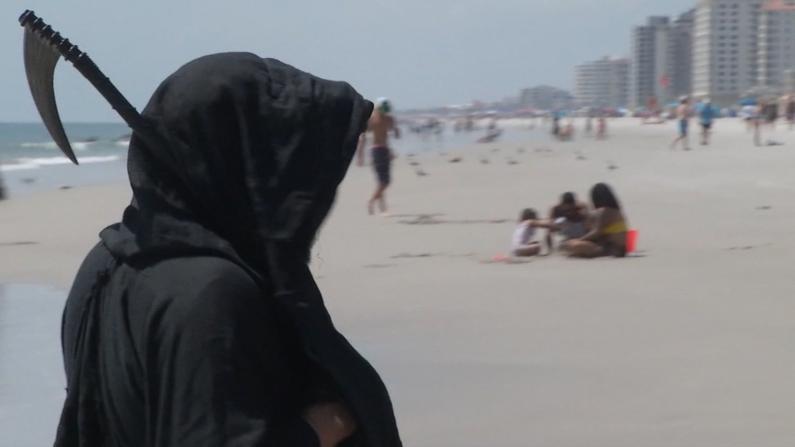 """新冠""""死神""""降临佛州海滩 游客反而……"""