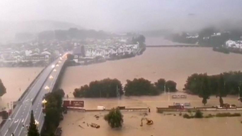 安徽歙县50年一遇洪灾 高考考生无法出行考试推迟