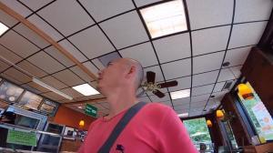 【刚哥的卡车】去加拿大小镇的快餐店买吃的 服务员竟对我说这种话